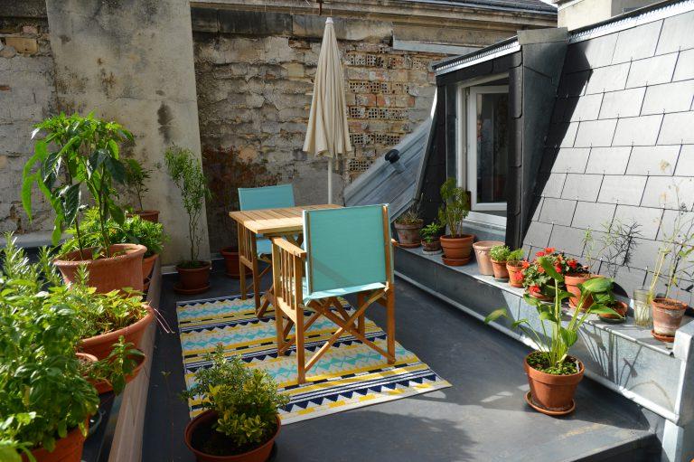 Une réalisation PC CONSTRUCTION parmi la sélection des « 35 balcons urbains qui font rentrer la nature en ville » du site HOUZZ